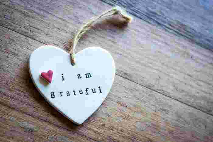 つまりこれが、「愛され上手」になるコツなんです。大げさにする必要は全くありません。ちょっとした一言をプラスする、ささやかなプレゼントをお返しするなど、実践することは至って簡単。これだけで、相手への感謝の気持ちは十分に伝わります。