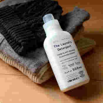 「THE(ザ)」の洗濯用合成洗剤は、素材に優しく、ソファの汚れ落としに適した洗剤です。