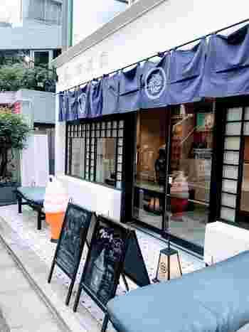 三軒茶屋の「蜷尾屋(ニナオ)」は、台湾ソフトクリームが食べられるお店。海外1号店ということもあり、注目されています。
