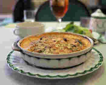 ほとんどの方が注文すると言われている「ドリア」。海老やイカ、アサリなど魚介類の旨みと、じっくり炒めた玉ねぎの甘さがソースに溶け込み、コクのある仕上がりが特徴です。