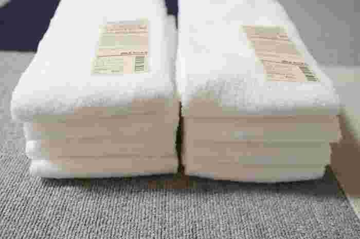 タオルの買い替え時期って、分かりづらいですよね。ゴワゴワになっていても、まだ使えるから……とついつい使い続けていませんか? 無印のタオルは、オーガニックコットン使用。厚手、中厚手、薄手の3種類から、好みの厚さを選べます。ネット限定のまとめ買い4個セットがお得。新生活が始まるタイミングで、家中のタオルを新調しましょう。