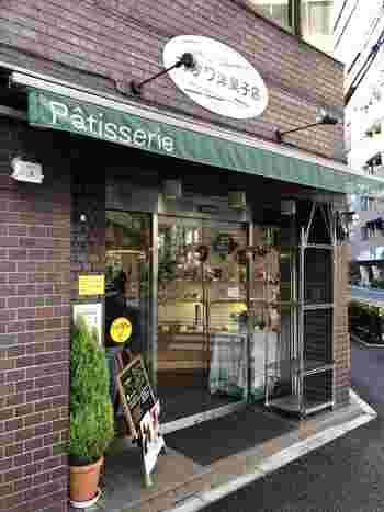 本郷三丁目駅から徒歩6分に位置する「オザワ洋菓子店」。街に馴染んだ洋菓子店から生み出される名物の「いちごシャンデ」はなんと一日1,000個の売り上げがあるそうです。