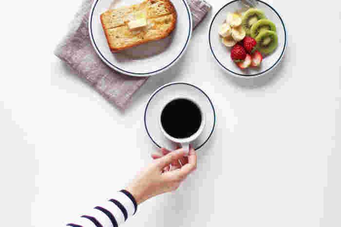 日常使いに最適な221シリーズのカップ&ソーサーは、コーヒータイムをはじめ、朝食やランチなど様々なシーンに活躍してくれます。こんなふうに同じシリーズのプレートと揃えて、素敵な食卓を演出してみてはいかがでしょうか。