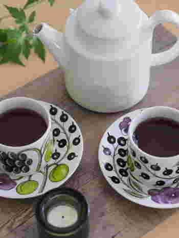 丁寧にチョイスしたカップとソーサーを使って、ゆっくりとコーヒーを淹れる。コーヒー豆やハンドドリップするための道具にもこだわる。些細なことを大切にしていくことで、上質なひとときを手に入れることができます。