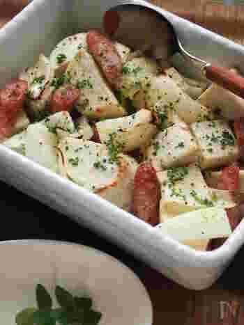 煮物や和食のイメージが強い里芋ですが、実はシンプルに塩コショウで焼いてもとっても美味しいんですよ♪オーブンで焼き上げることで、適度に水分がとんでよりホクホクの食感に!