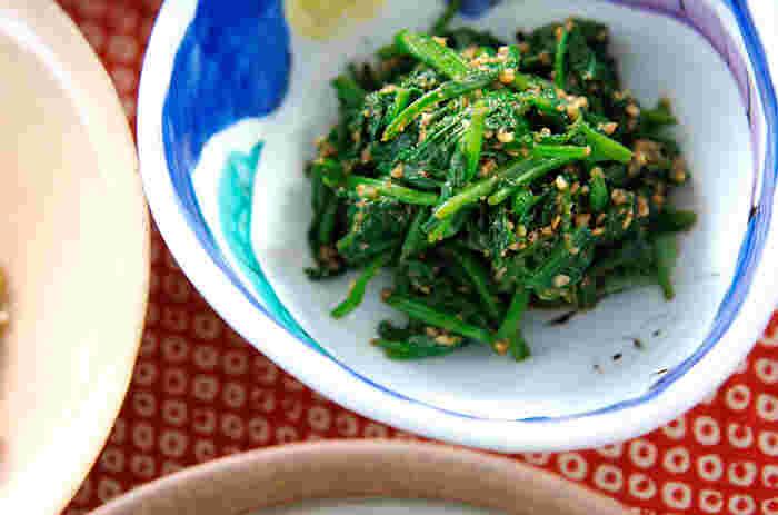 ほうれん草を使ったレシピといえば、ゴマ和え!と答える方も多いのではないでしょうか? シンプルに素材の味を生かした一品です。