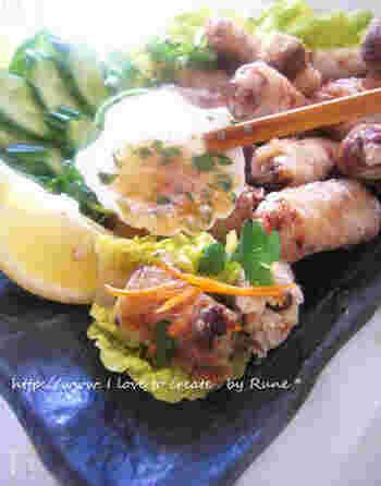 「フォー」と一緒に食べたい、小ぶりでカラッと揚がったベトナムの「揚げ春巻き」。豚肉やエビ、春雨などがたっぷり入り本格的なタレをかけて食べると絶品です。