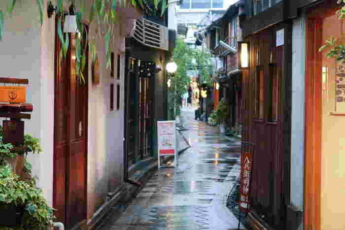 """そこで今回は、京都旅行にぴったりの""""河原町おすすめグルメ""""をご紹介。美味しい物を味わえるのはもちろん、京都らしさを存分に満喫できますよ。朝食・ランチ・スイーツ・夕食、さらにはグルメスポットの食べ歩きまで、いろいろなお店が登場します。"""