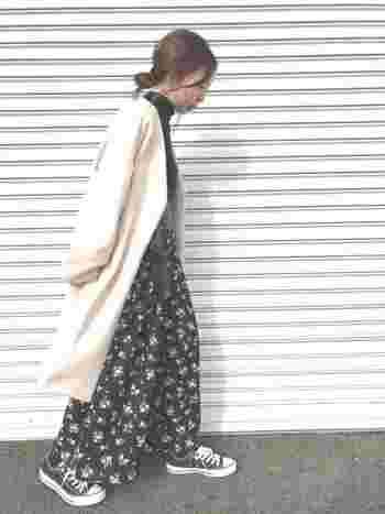 まだ肌寒い春先は、重ね着がオススメ。ロングアウターに合わせてもスカンツの裾が広がって、かわいらしいシルエットになりますね。