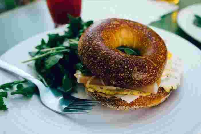 今回は、同じメニューになりがちなパンとごはんを素敵に手早くアレンジするレシピをご紹介します。