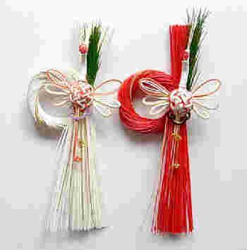 紅白のたっぷりとした水引の束に、白い鶴をアレンジした立体のお正月飾りです。迫力があって、お正月らしい華やかさを感じます。