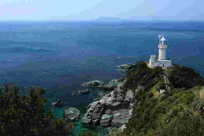 愛媛県の評判の絶景ポイントが、「佐田岬」。 岬先端までは、ゆっくり歩いて行くことができます。