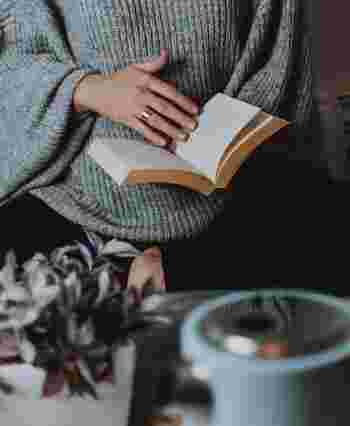 毎日忙しいけれど、時間があればやりたいことってありますよね。丁寧にお茶やコーヒーを淹れて楽しみたい。好きな作家さんの本をじっくり読みたい。気になっている場所のお掃除がしたい。部屋の模様替えがしたい……。そんなおうち時間メニューをマイノートに書いておけば、ふと空き時間ができたとき、有意義にすごすことができますよ。
