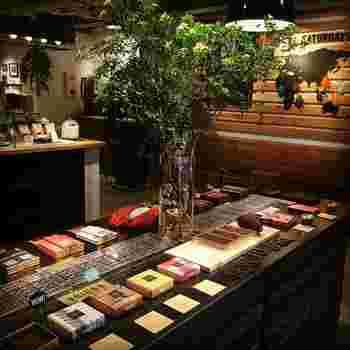 「創成川イースト」エリアにある店内はまるでブティックのよう。スペシャルなチョコレートとの出会いをじっくり楽しめます。本店のほか、札幌三越をはじめいくつかの店舗で取扱があります。
