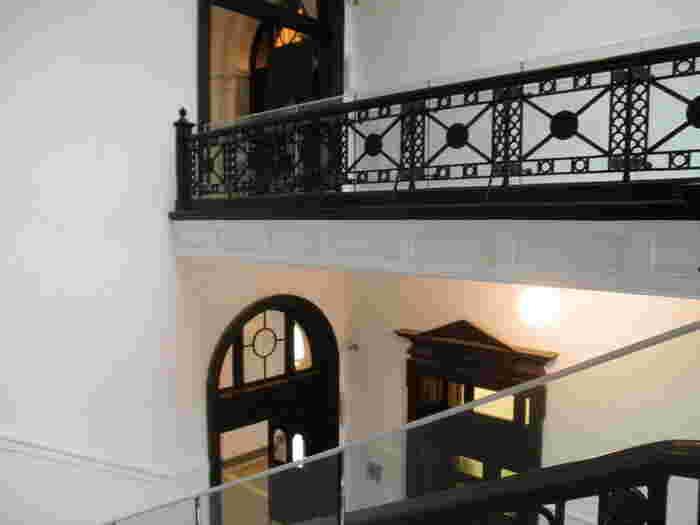 これが図書館?と思わせるような内装も素敵!明治時代のモダンな建築が保存されているのも、とても貴重です。