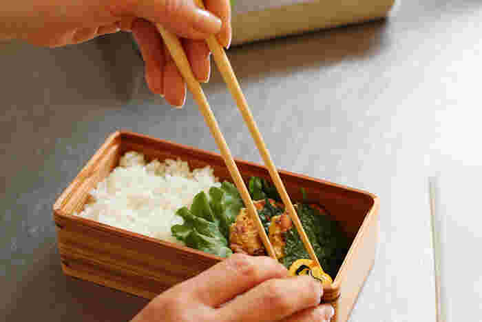 つかみやすさと調理のしやすさで人気の竹製の菜箸です。しなやかで軽く、手に馴染む質感も魅力です。