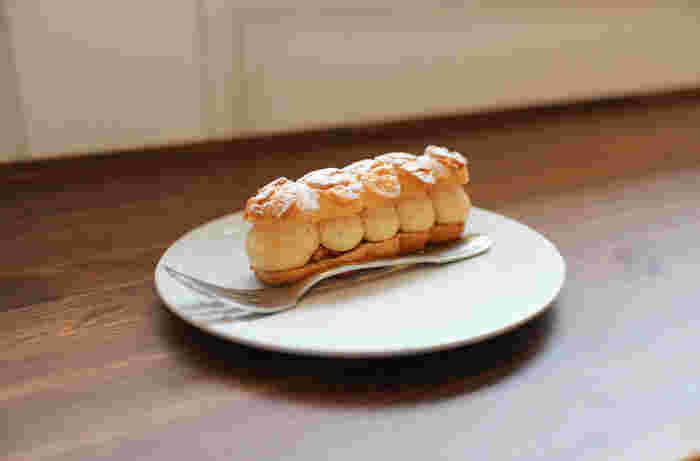 本場・フランスのパティシエだったシェフ。美しく繊細なケーキが並ぶショーケースは、まさに本場のブーランジェリーそのもの。ここでひと休みしたら、友人や家族へのお土産としてテイクアウトするのもいいですね。