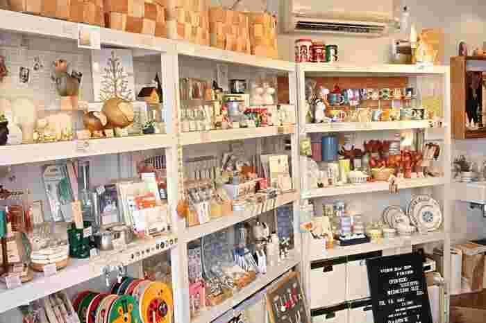 店内には可愛い北欧雑貨がいっぱい!お皿や小物の他、ムーミンアイテムもありますよ。