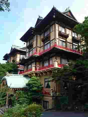 1936(昭和11)年建造の花御殿をはじめ、ホテルの建物はどれも個性的。和洋折衷のクラシカルな雰囲気が海外からの観光客や若い世代からも人気を集めています。