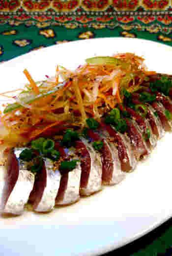 新鮮な鯖を、水にさらしてシャキッとしたお野菜と一緒に手作りドレッシングで頂きます。簡単ですが、旬の鯖のうま味が最大限に味わえますね。