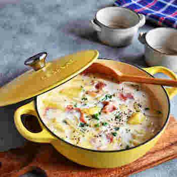 たっぷりの牛乳で煮るミルクスープは、牛乳消費にもおすすめ。じゃがいもでほんのりとろみがつくので、そのままはもちろん、スープパスタにしても◎