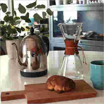 ネルで淹れたコーヒーは苦味も酸味もちょうどよく抽出され、最もおいしいと言われています。5人分まで淹れられるので、大家族の方へも安心して贈れます。まろやかなコーヒーを、たっぷりと味わってもらえますよ。