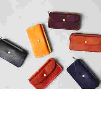 風水では、お財布のカラーで運気アップの意味が変わってきます。幸運を呼ぶパワーを高めてくれるカラーを選びましょう。