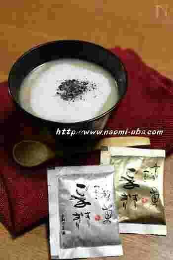 白味噌と出汁を使った、珍しい和風のポダージュです。カプチーノ仕立てにも、牛乳に加えて白みそやみりんを加えるところが特徴的です。黒ゴマが風味をプラス!