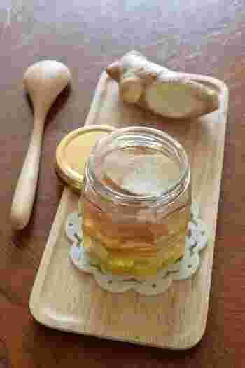 「夏は自家製のジンジャーエールが飲みたい!」という方は、生姜を使ったシロップを作ってみませんか?シンプルな材料で簡単にできるので、初心者さんにもおすすめです。炭酸で割るだけで、自宅で美味しいジンジャーエールが楽しめます。
