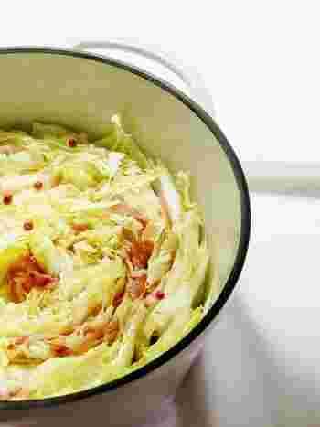 鍋にぎゅぎゅっと詰めるだけ♪ 簡単にできるのに見た目もおしゃれなミルフィーユ鍋は、自宅鍋パーティーにもピッタリ♪