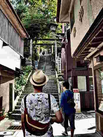 石段の頂上には「伊香保神社」があります。関東でも有数のパワースポットなので、ぜひお詣りしましょう。