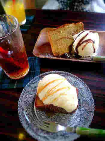 食後におすすめの「バナナシフォンケーキ」。カフェガーデンのバナナシフォンケーキはそのままでも美味しいですが、焼くこともできるんです。表面をバターで焦げ目をつけると、こんがりとバターの香りが口いっぱいに広がって、美味しさも倍増!