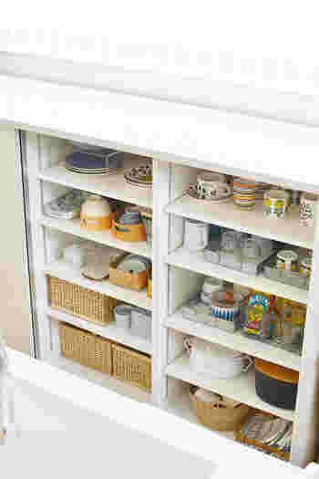 食器棚は、基本的には立ったまま、すっと手が届くエリアが「一軍」となります。ただ、実際には食器棚の置き場所や、奥行の深さなどで使いやすいエリアが変わってきます。