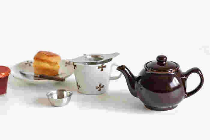 茶葉からじっくり紅茶を淹れるのであれば、ティーポットもぜひ用意しましょう。可愛らしいティーポットがあると、お茶会っぽい雰囲気が上がります。