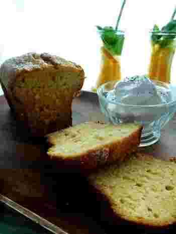 刻んだ新生姜がたっぷり入ったちょっと大人味のケーキです。レシピでは、生姜のはちみつ漬けを使用していませんが、利用するとより簡単に作れそうですね。