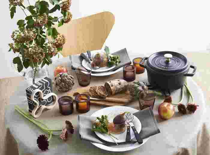 コーディネートしやすいベージュは、ナチュラルで温もりのあるテーブルコーディネートに素敵です。家族や友人との楽しいひと時に。