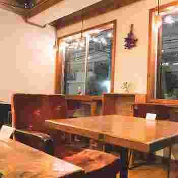 いくつかの椅子があるから気分にあわせて好きな席を選んで。ランチタイムは禁煙&撮影禁止というのも、最近のカフェでは嬉しい気遣い。