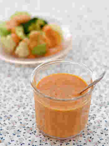 新鮮なトマトを使ったフレッシュな酸味を楽しめるドレッシング。サラダはもちろんのこと、夏はそうめんなどの麺類にかければさっぱり美味しくいただけます。