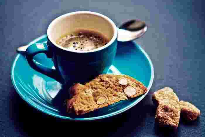 中世にトスカーナ地方で生まれたカントゥッチというお菓子です。コーヒーに良く合うので、コーヒー好きな方にお土産で渡してみてはいかがでしょうか。