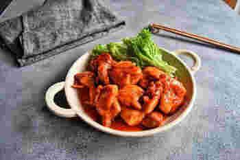コチュジャンさえあれば、調味料もシンプルでかなり覚えやすいレシピ。甘辛でご飯が進みます。焼く時は水を加えて蒸し焼きにすることで、時間はかかるものの凍ったまま調理できます。