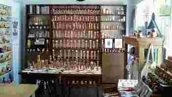 伝統こけしもマトリョーシカも、店の商品はすべて現地からの直接買い付け。 マニアの方もうなるほど大満足の品揃えです♪