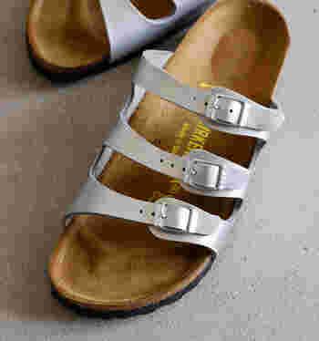 1本1本のベルトが細い「フロリダ」は、足元を華奢&軽やかに仕上げてくれます♪ 一見ボリューミーなのに、ゴツくなりすぎないのも嬉しいですね。 デザイン性はもちろん、3本のベルトにより、安定感とホールド感もバッチリで履き心地もバツグン!