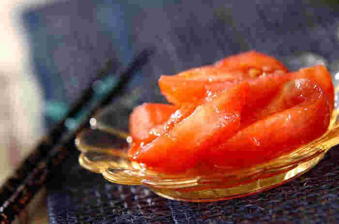 皮をむいて食べやすくカットしたトマトと、すりおろしたショウガ、甘酢を混ぜ合わせるだけで、いつもの冷やしトマトが見た目も上品で味も夏にピッタリの大人の味わいに♪