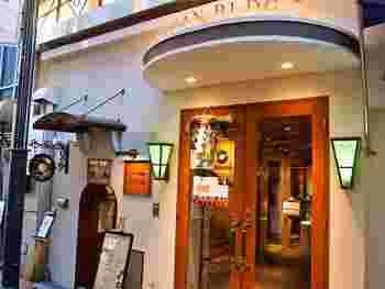 難波のマルイの裏手にある珍しいレコード喫茶です。こちらのお店は土日祝のみ営業となります。