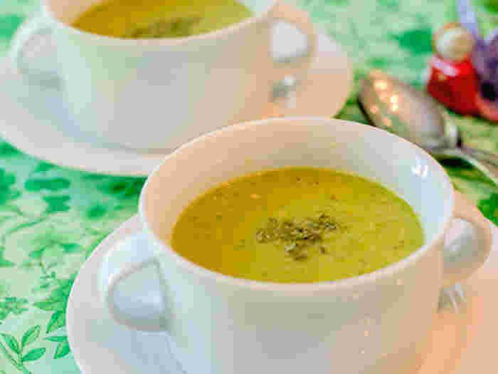 いんげんがたくさん手に入る時期には冷凍庫でストックしておくと便利です。シーズンには食べきれなかったいんげんもこうしてスープにしていただくことができます。