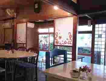 古い一軒家を改装して期間限定(夏)でOPENする不思議なカフェです。ペット同伴もOKなお店です。
