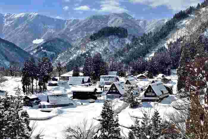 先に紹介した画像とほぼ同じポイントから撮影された《相倉集落》。白銀の世界遺産「五箇山」の素晴らしい景観。