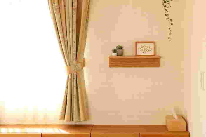 壁を大きく傷つけずにシンプルな家具を取り付けることができる無印良品の「壁に付けられる家具」シリーズ。かたちや大きさのバリエーションも豊富なので、愛用されている方も多いアイテムです。