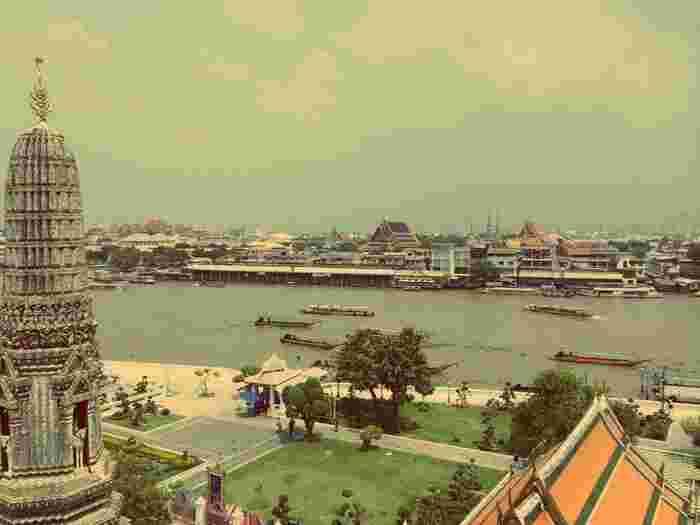 バンコクは、東南アジアの中心都市として、また日本人が多く住んでいる都市としても有名ですが、素晴らしいグルメやスパなど女性にとってはとても魅力的な都市でもあるんです!  また、日本では寒いこの時期、実はバンコクは旅行するにはベストシーズンといわれています。  11月〜2月あたりは年中暑いタイでも比較的過ごしやすい「涼期」といわれており、暑すぎずジメジメしすぎずとても旅行がしやすいシーズンです。  この冬、海外へのご旅行を考えている方はタイを検討してみてもいいかもしれませんね♪