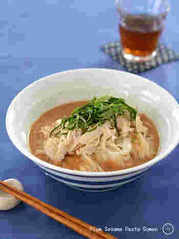 練りごまを使った濃厚なタレに、梅干しを加えることでさっぱりとしたあと味に。食欲のないときにも、つるつるっといただけます。梅干しやごまの栄養が摂れるのもうれしいですね。
